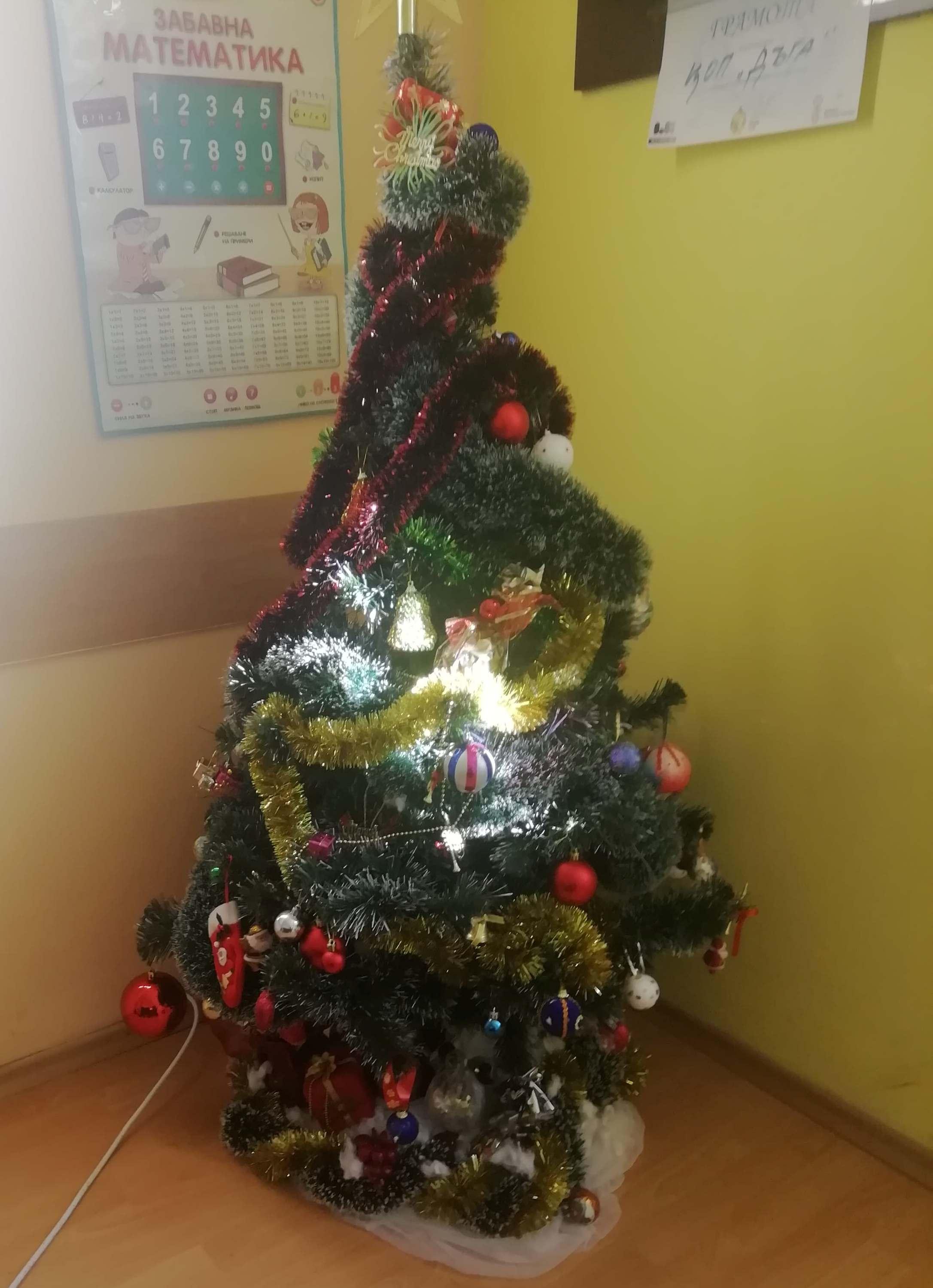Коледната украса в ЦОП –  Трън е готова!